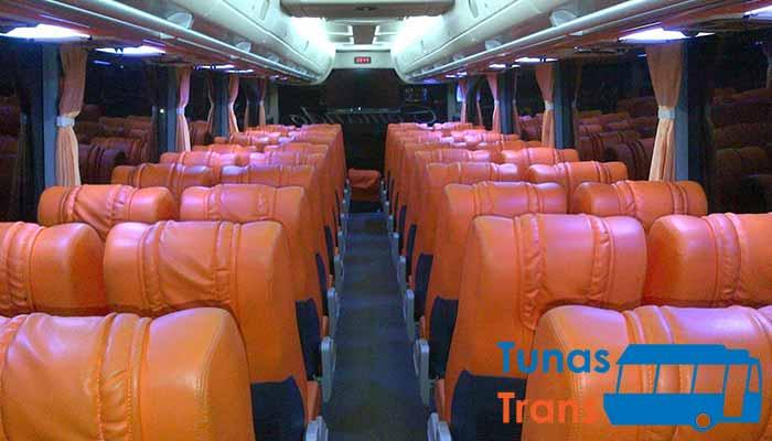 Interior dan Daftar Harga Sewa Bus Pariwisata di Magetan Murah Terbaru