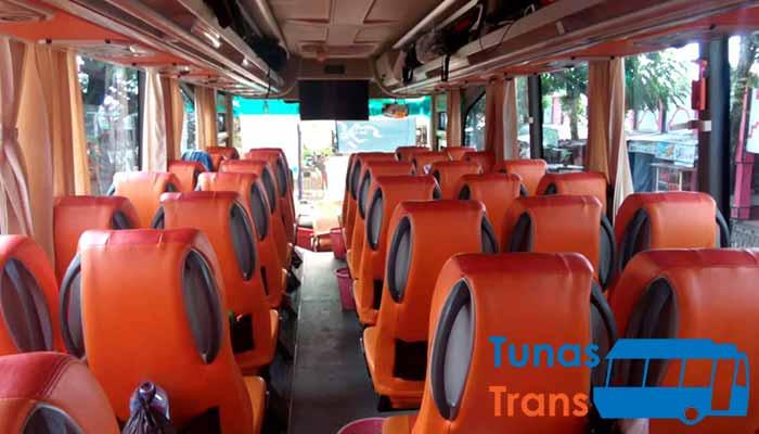 Interior dan Daftar Harga Sewa Bus Pariwisata di Nganjuk Murah Terbaik