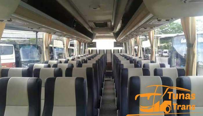 Daftar Harga Sewa Bus Pariwisata PO Wargabaru Karawang Interior Murah